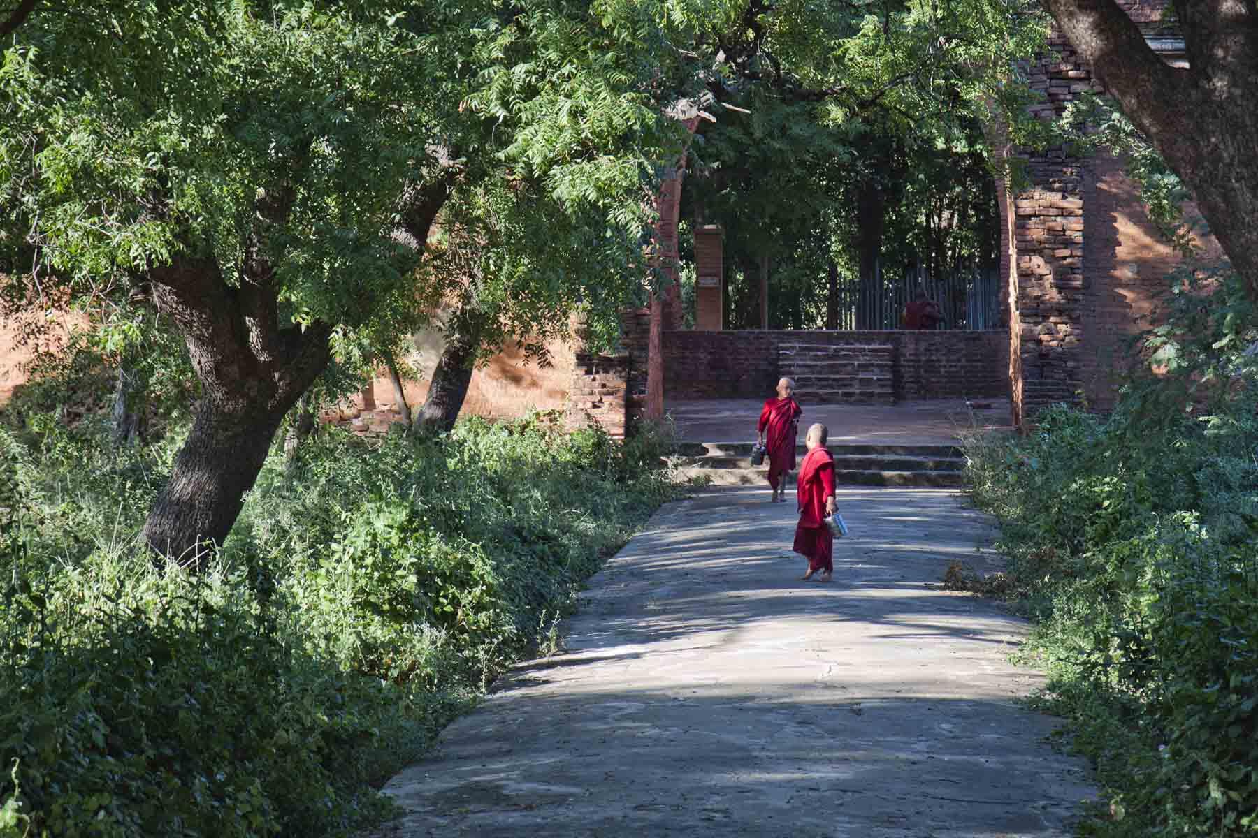 Monks and garden paths at Sulamani Paya