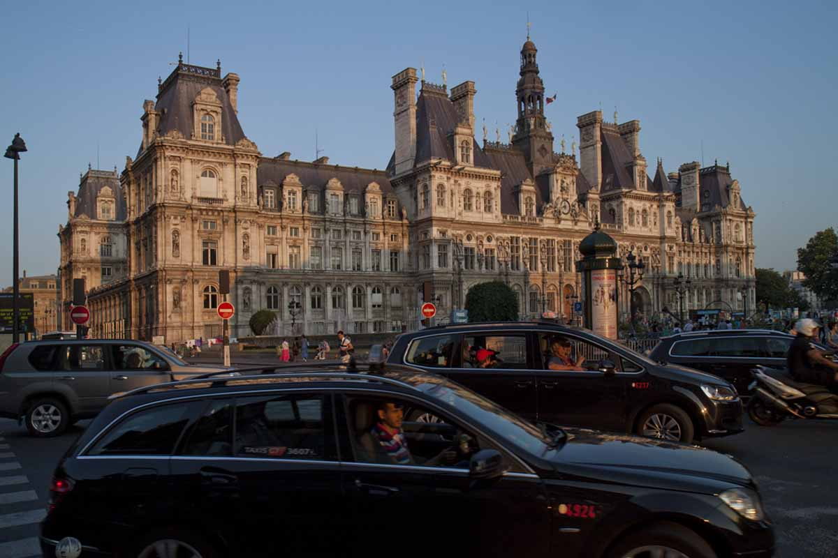Hotel de Ville, Paris, at dusk