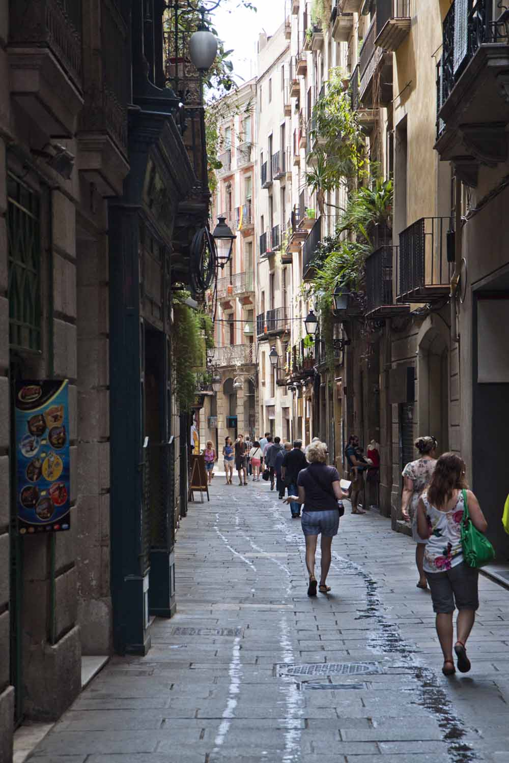 Laneway in the Barri Gòtic, Barcelona